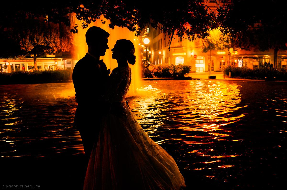 Hochzeitsfotograf in Darmstadt Brautpaarshooting in der Nacht, Braut und Bräutigam Silouette